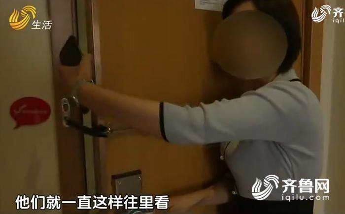 女子酒店内洗澡 半夜房门被刷开!陌生男子:嫚你把门开开