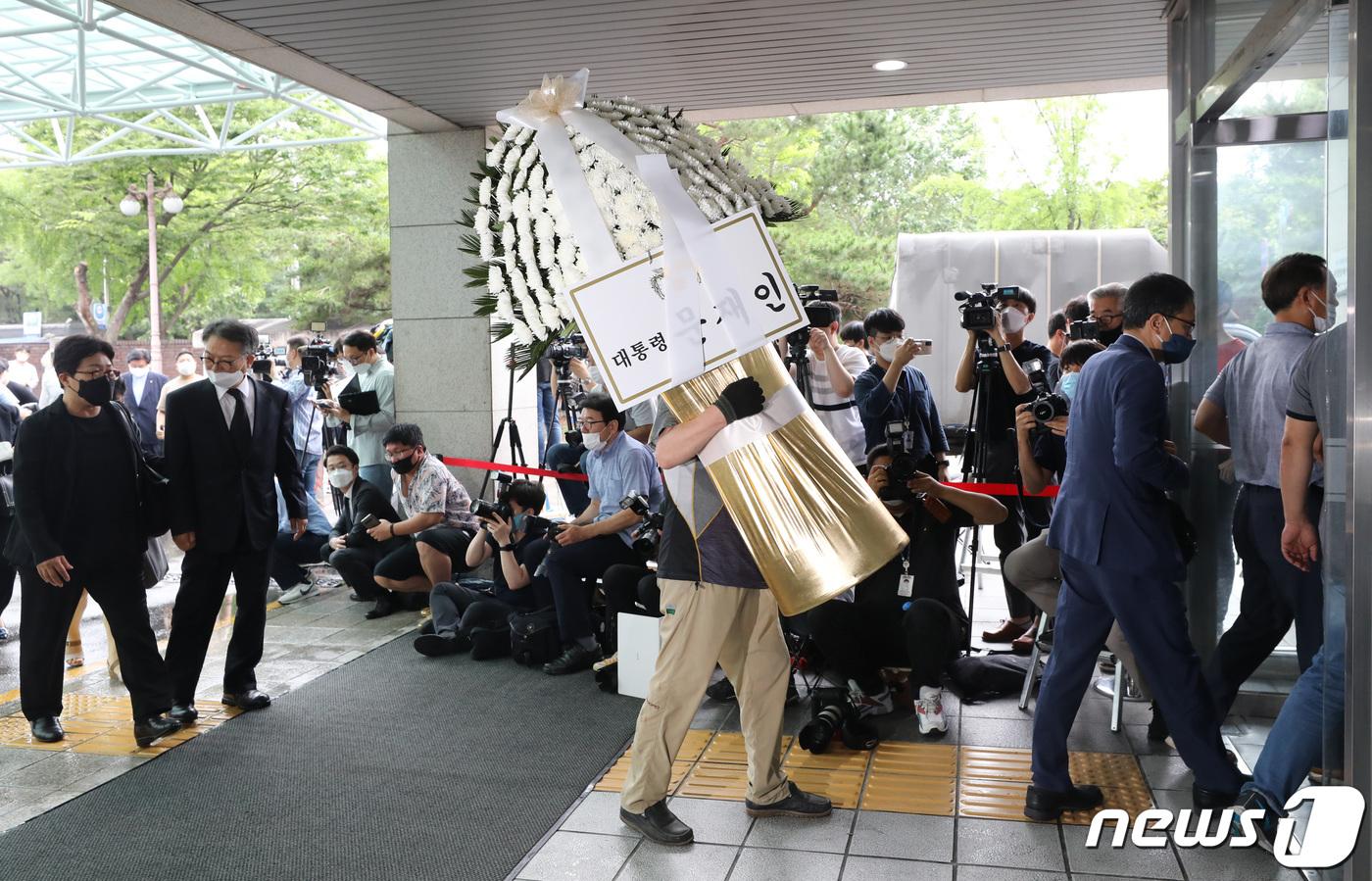 听说首尔市长身亡, 文在寅:我俩缘分很长, 太震惊了!